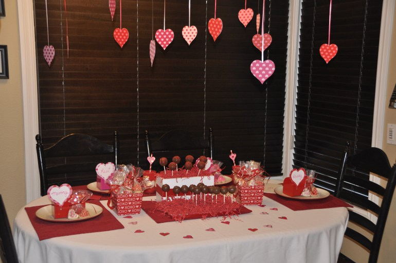 valentines-day-heart-table-decorations